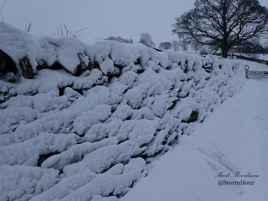 Snow on a dry stone wall in east Cheshire December 2017 by Mark Boardman @StormHour