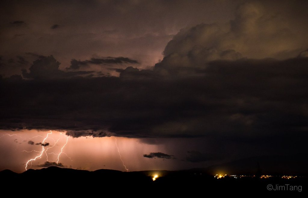Distant_lightning_as_seen_from_Peoria_AZ_by_Jim_Tang_wxmann_1024x1024