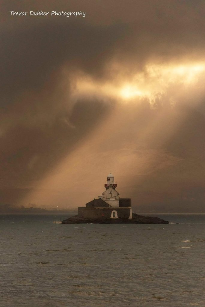 Fenit_Lighthouse_Tralee_Kerry_by_Trevor_Dubber_Photos_DubberTrevor_1024x1024