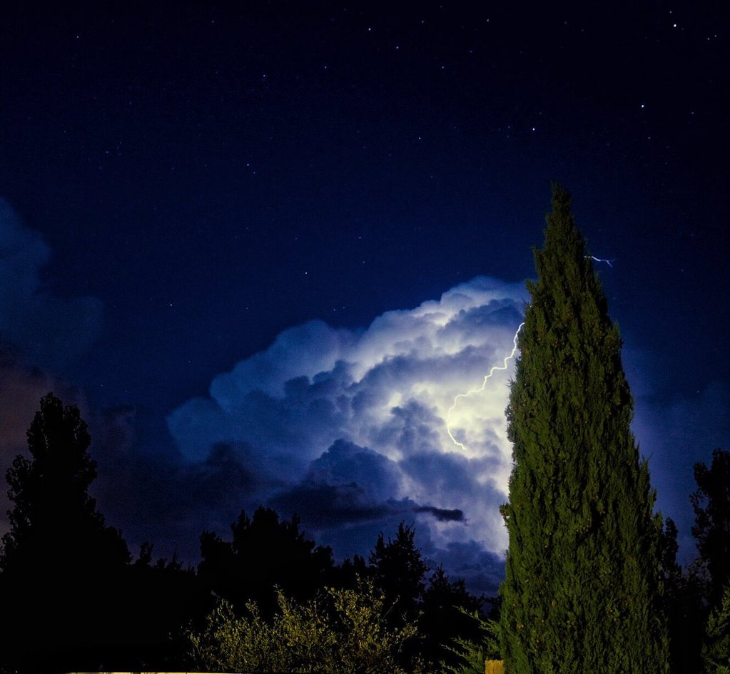 Finally_got_a_lightning_shot_I_m_happy_with_by_Paul_Charliee1972_1024x1024