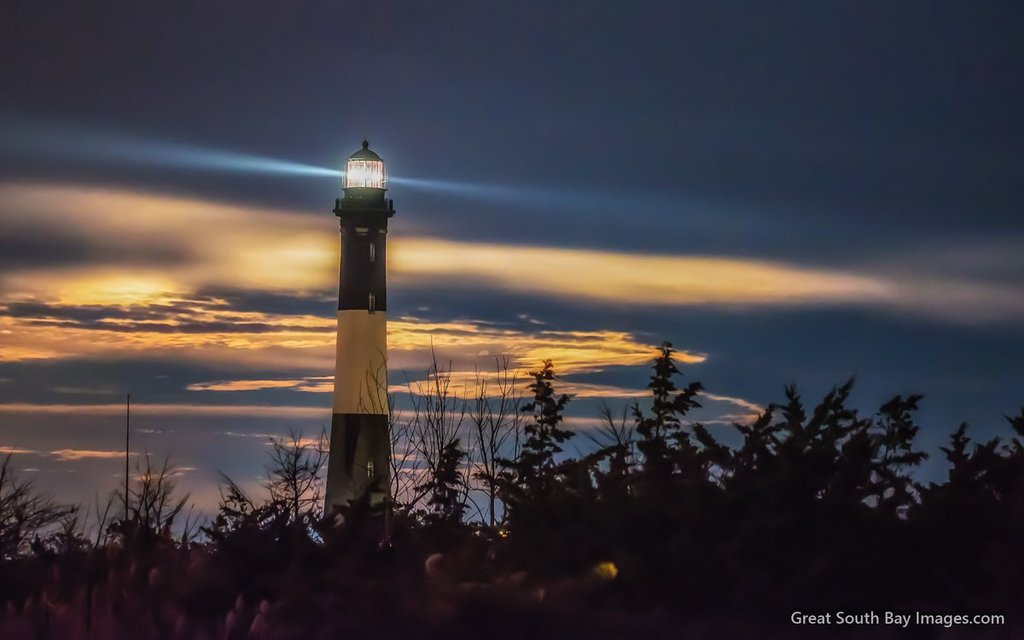 Full_Moon_rising_behind_the_Fireisland_Lighthouse_by_Mike_Busch_Greatsouthbayimages_GSBImagesMBusch_1024x1024