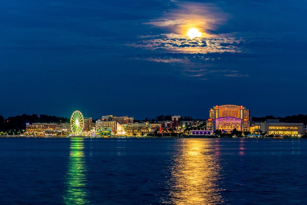 Full_moon_and_Capitol_Wheel_cast_reflections_across_the_Potomac_by_Jeff_Norman_dcsplicer_1024x1024