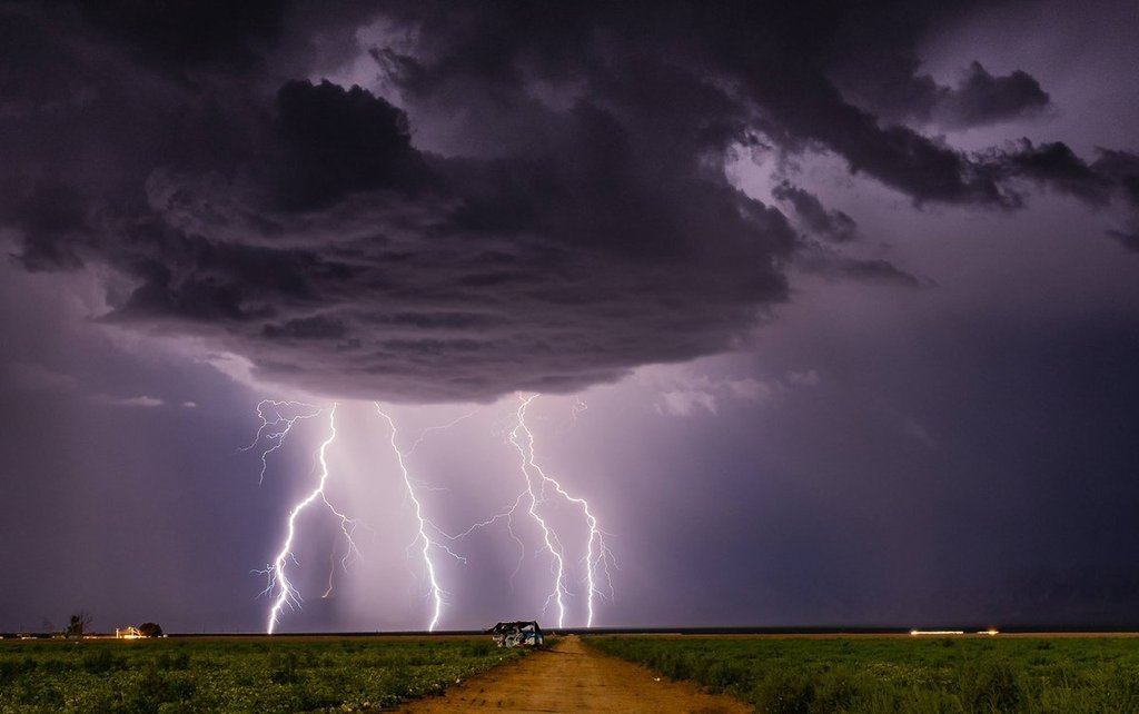 Lightning_snhow_with_a_moonlit_foreground_Near_Aguila_AZ_by_Kyle_Benne_KyleBenne_1024x1024