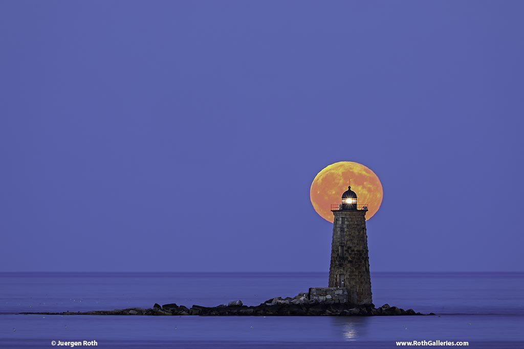 Moonrise_at_Whaleback_Light_by_Juergen_Roth_naturefineart_1024x1024