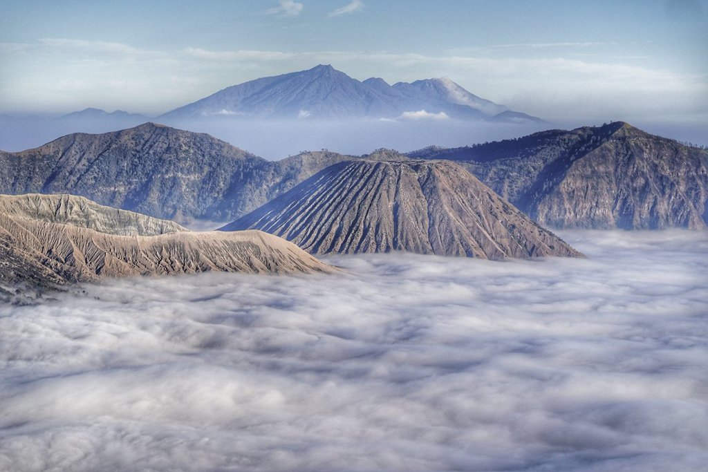 2nd_Place_Country_over_clouds_puncak_B29_Senduro_Lumajang_Indonesia_by_Calon_Mertua_Idaman_LuxioMPD_1024x1024