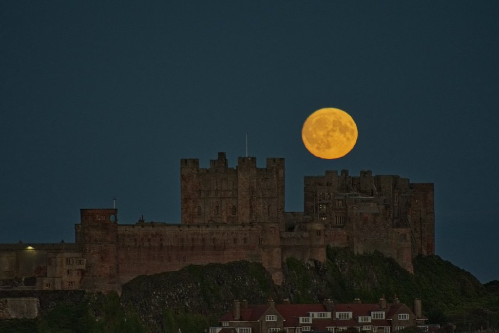 Moon_rising_above_Bamburgh_Castle_by_Ravens_Claws_1024x1024