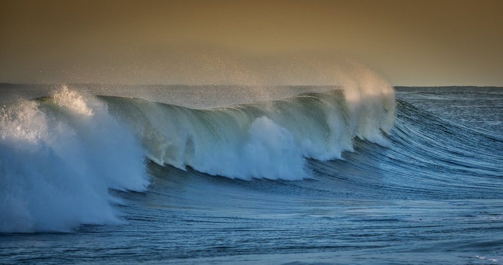 Surf_from_distant_Hurricane_Leslie_by_Mike_Busch-Greatsouthbayimages_GSBImagesMBusch_1024x1024