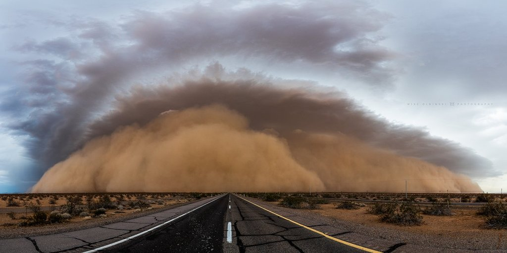 A_monster_haboob_rolls_down_Interstate_8_by_Mike_Olbinski_MikeOlbinski_1024x1024