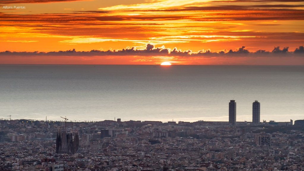 Barcelona_sunrise_from_the_Fabra_Observatory_by_Alfons_Puertas_alfons_pc_1024x1024