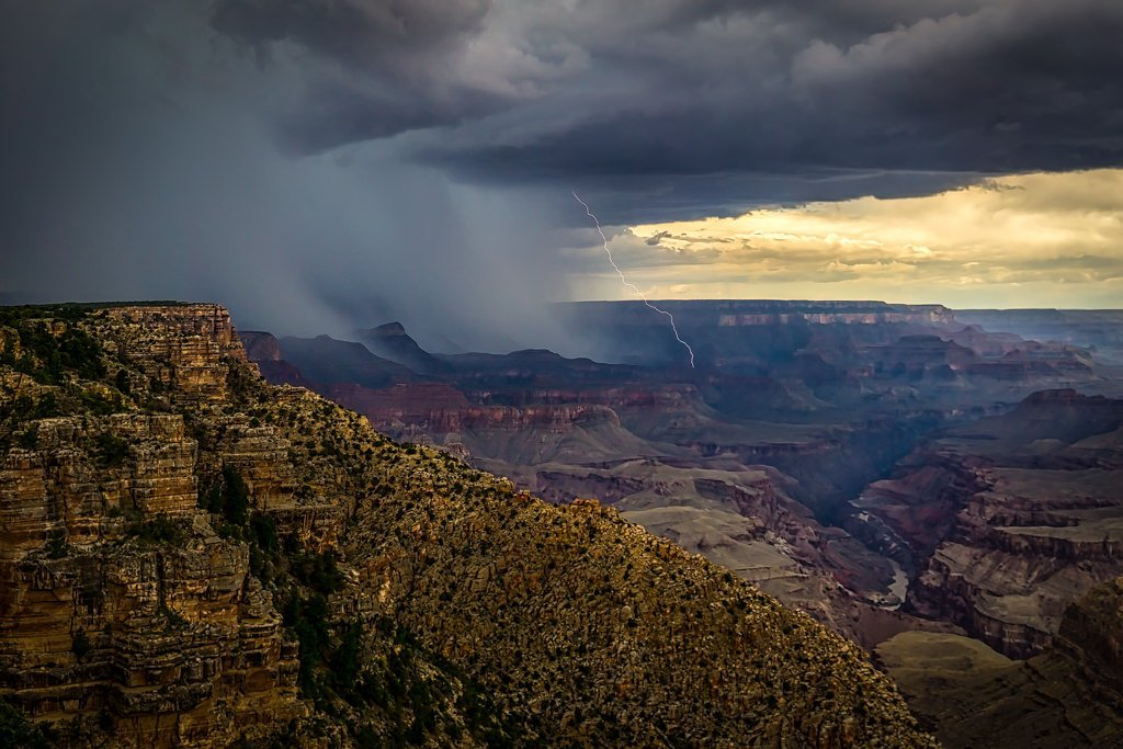1st_Place_Capturing_lightning_in_the_Grand_Canyon_during_the_2017_Arizona_Monsoon_by_Scott_Wood_Scott_Wood_1024x1024