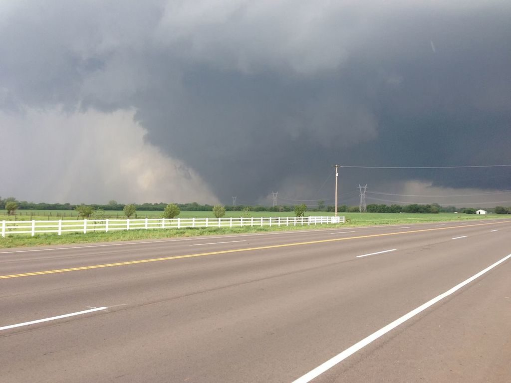 The_EF5_2013_Moore_tornado_as_it_passed_through_south_Oklahoma_City._e6847b7a-0780-4b12-92ba-83b63cac14ee_1024x1024