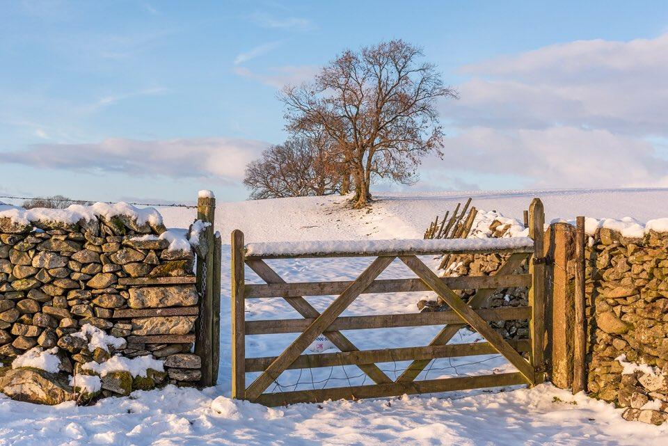 Yorkshire_Dales_looking_rather_beautiful_in_winter_by_Graham_Custance_gracust_1024x1024