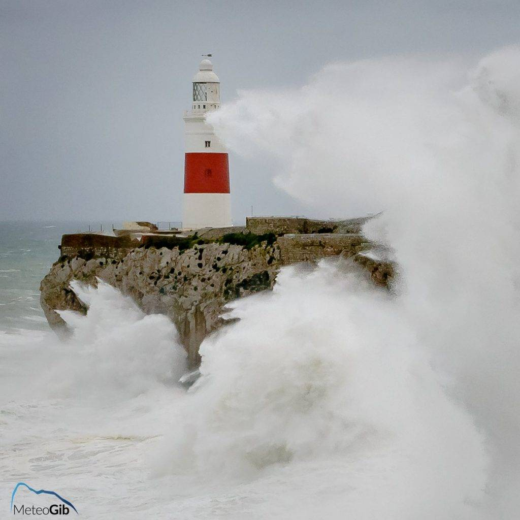 1st Place MeteoGib @MeteoGib Gibraltar Europa Point Lighthouse being pounded for a second day by a gale force levanter winds