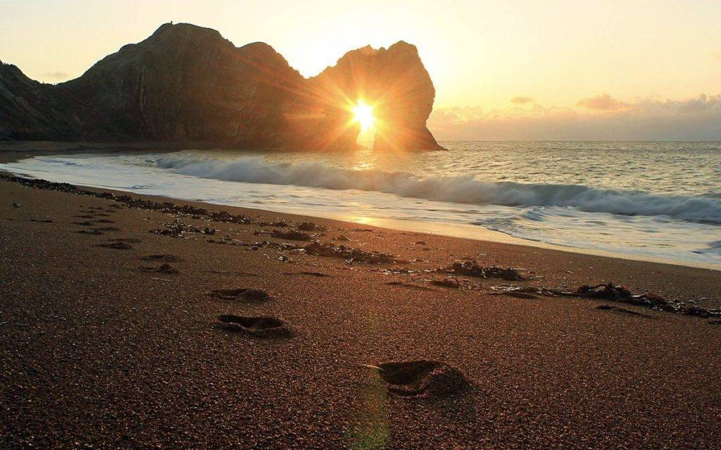 2nd Place Rachel Baker @Saintsmadmomma Sunrise through the arch - Durdle Door