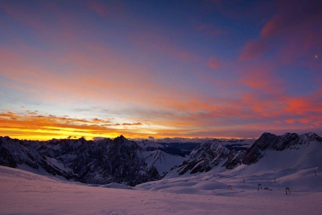 2nd Place Stormy sunrise due to Foehn conditions next to the Zugspitze in Germany by Wetter Ludwigsburg @lubuwetter