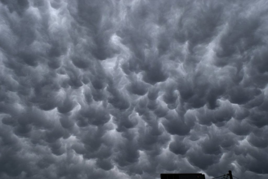 3rd Place Well developed mammatus clouds by Andrew Yrigollen @andyjump1118