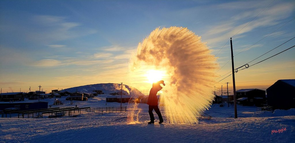 Arctic_science_experiments_in_extreme_cold_temperatures_by_Maggie_PurpleSaxifrage_1024x1024