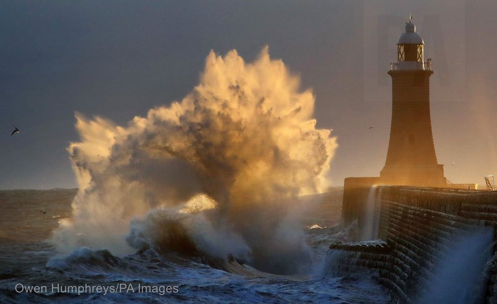 Exploding_waves_at_Tynemouth_by_Owen_Humphreys_owenhumphreys1_1024x1024