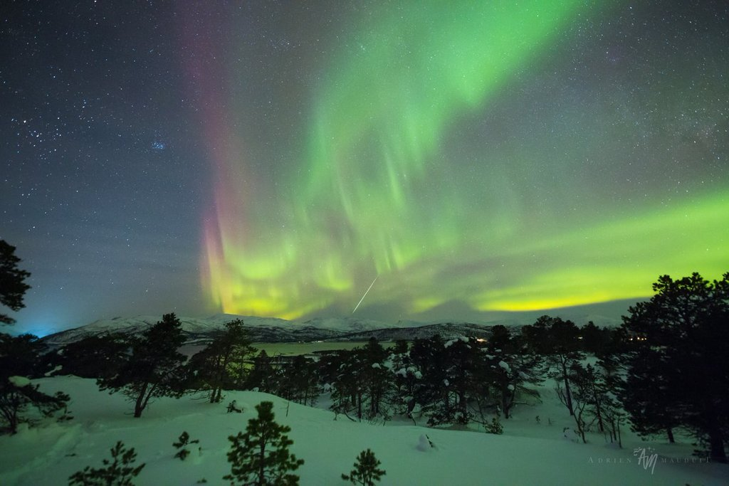 Fireball_airglow_and_aurora_at_moonrise._Tranoybotn_on_Senja_Norway_by_Adrien_Mauduit_ADphotography24_1024x1024