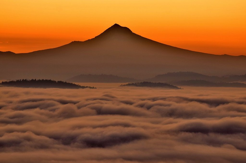 Mt._Hood_under_a_foggy_sunrise_by_Mike_Warner_MikeKATU_1024x1024