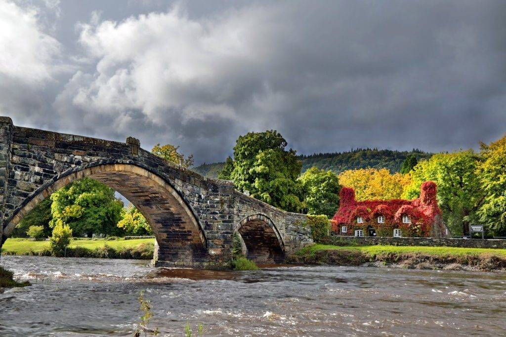 Stormy Skies over Llanrwst, North Wales this weekend by Paul Silvers @Cloud9weather1