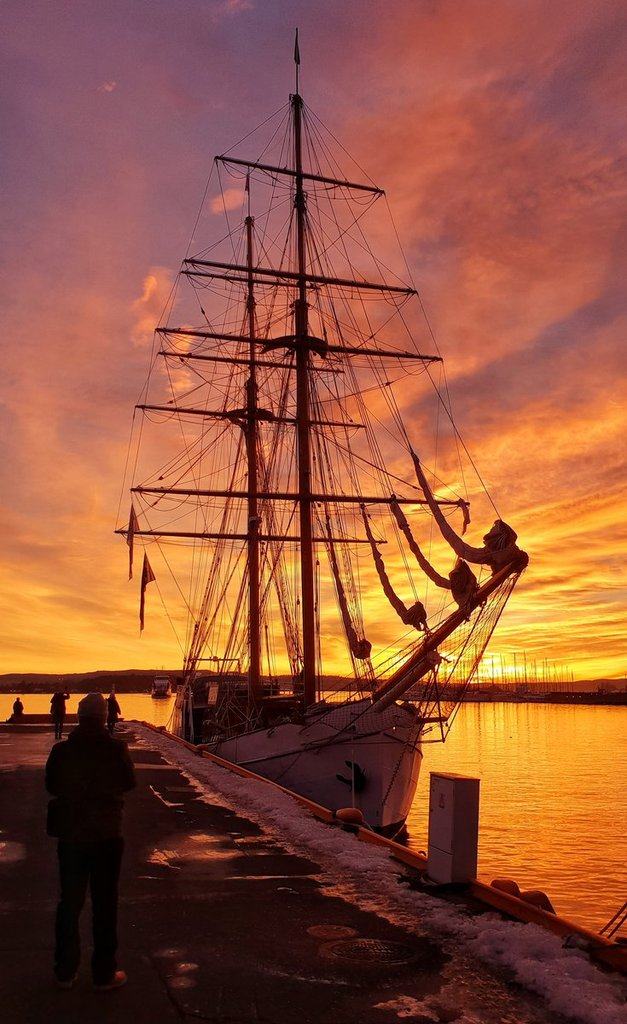 Tallships_by_the_harbour_by_Lena_Andreassen_AndreassenLena_1024x1024