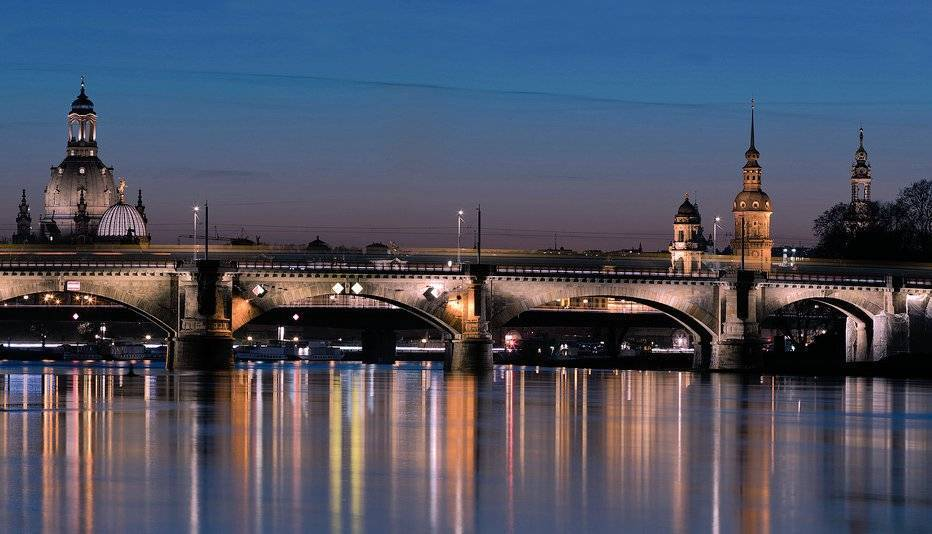 The blue hour. Dresden version. By Annett Grimm @_AGrimm