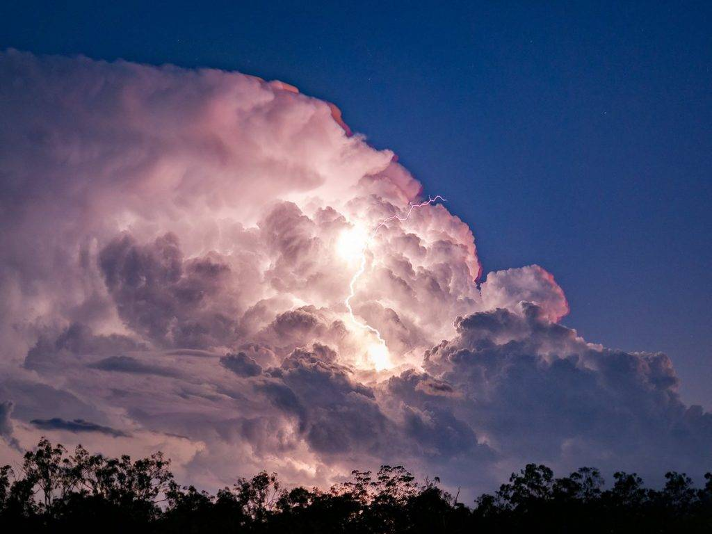 Twilight Cell. Photographed from Ipswich by Murray Fox @muzfox