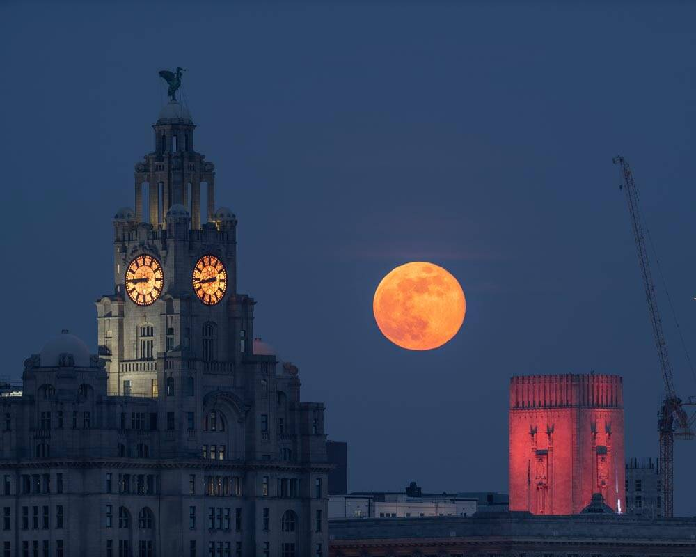Good Friday evening's amazing Pink Moon over Liverpool by Stephen Cheatley BFC @Stephencheatley