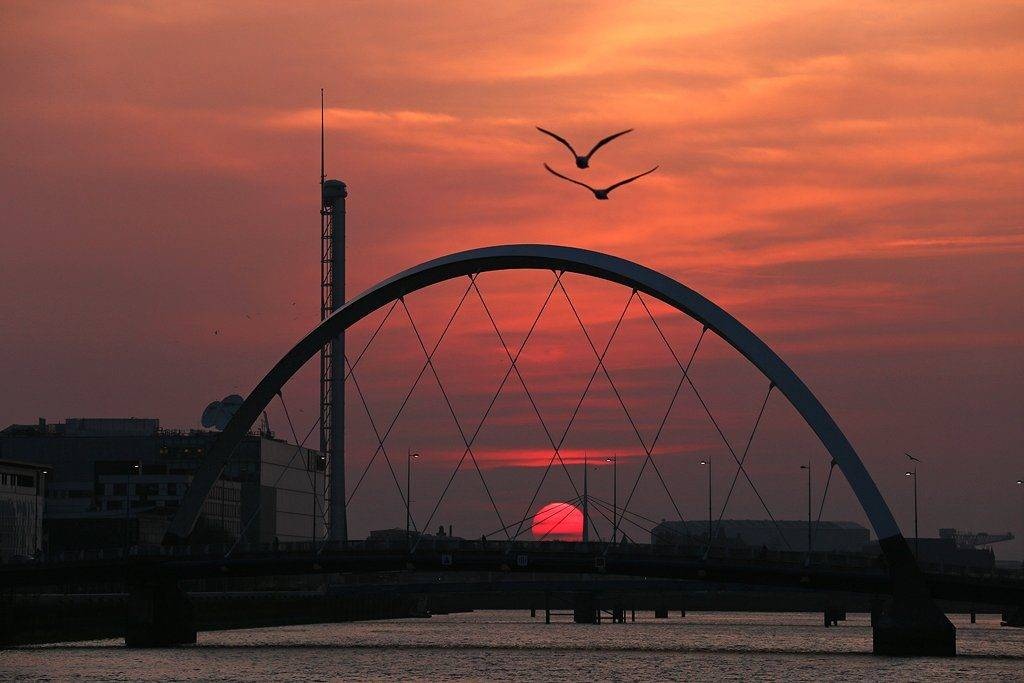 Sunset in Glasgow by Peter Chisholm @thetrekpete