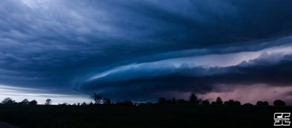 Gorgeous nighttime structure on a severe storm south of Louisburg, KS by Steven Coy @MOChaser96