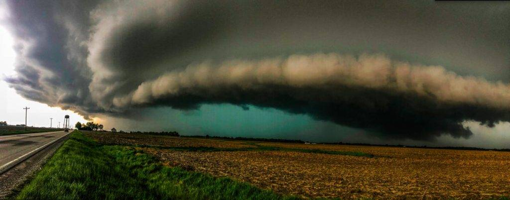 The supercell that produced the tornado near Donnellson by Ethan Schisler @StormOptics