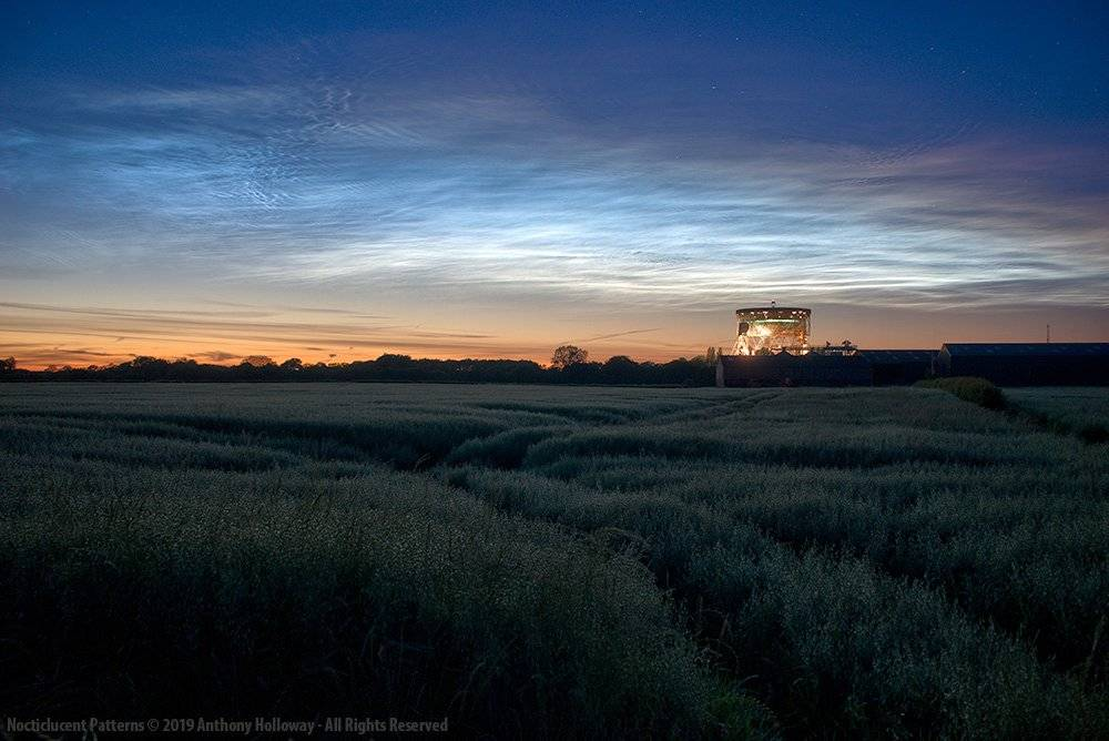 An impressive display of noctilucent clouds over Jodrell Bank by Dr Anthony Holloway @aj_h