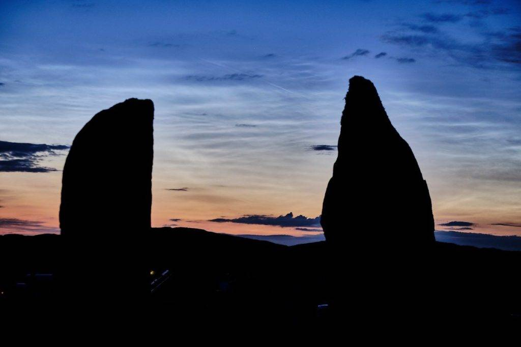 Noctilucent clouds at Callanish at about 1 am this morning CallanishDD @CallanishDD