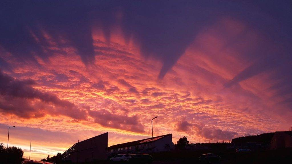 Spectacular sunset over the Welsh valleys Tom Lowe @saloplarus