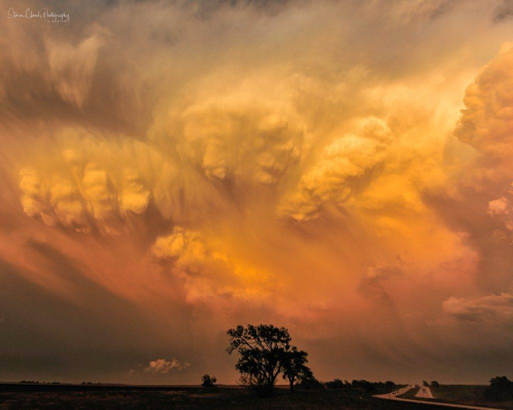 2nd Place Supercell with crazy cloud formations in Texas by Laura Hedien- Storm Clouds Photography @lhedien