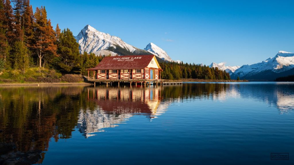 Fall evening at Maligne Lake by iandewarphotography @iandewarphoto