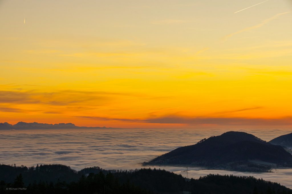3rd Place Evening glow above a sea of fog in the Jura mountains in switzerland by Wetter Ludwigsburg @lubuwetter