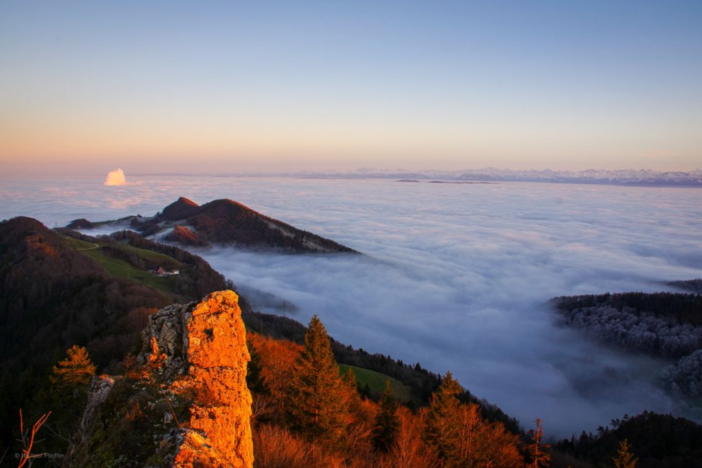Sea of fog over the Mittelland in Switzerland by Wetter Ludwigsburg @lubuwetter