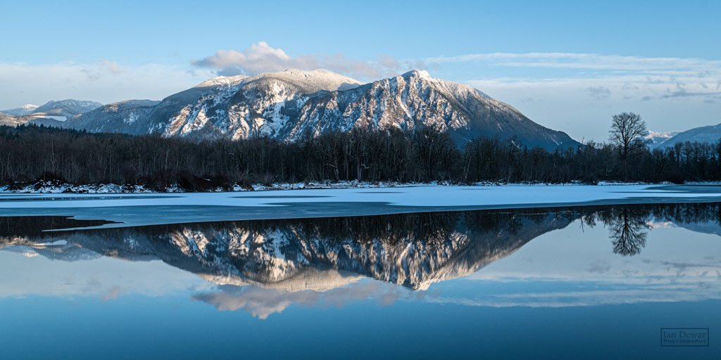 Mt Si reflection at Snoqualmie Washington by iandewarphotography @iandewarphoto