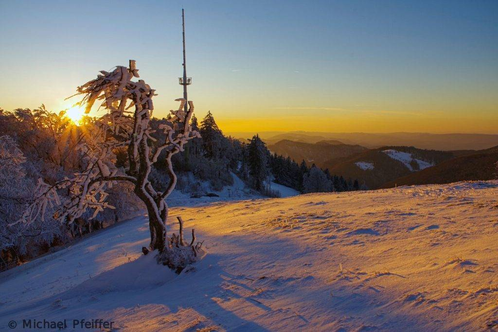 3rd Place Frozen sunset in the Jura mountains in Switzerland by Wetter Ludwigsburg @lubuwetter