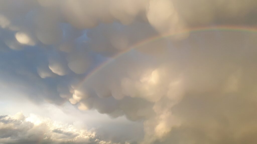 2nd Place Mammatus and rainbow at Manresa, Catalonia by Elisabet Roch @elisabetroch