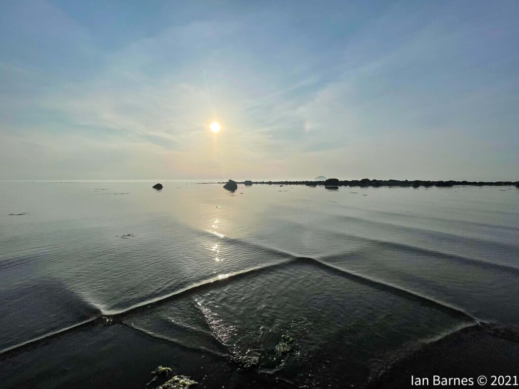 Lendalfoot-on-a-calm-sunny-evening-with-the-perfect-weather-conditions-for-rare-crisscross-waves-by-Ian-Barnes-@Ian_Barnes-1
